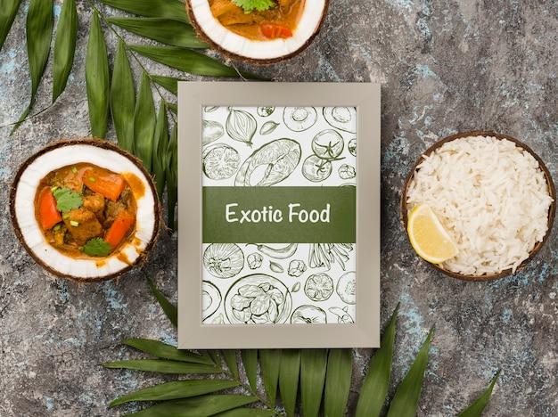 Quadro de comida exótica com frango ao curry Psd grátis