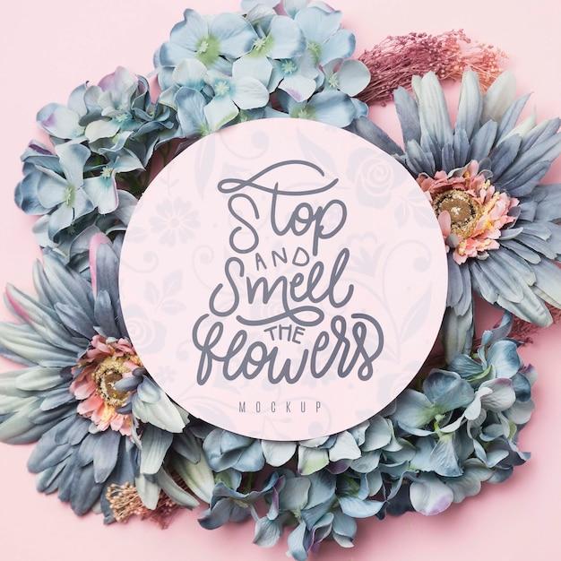 Quadro floral retrô com mensagem na maquete do círculo Psd grátis