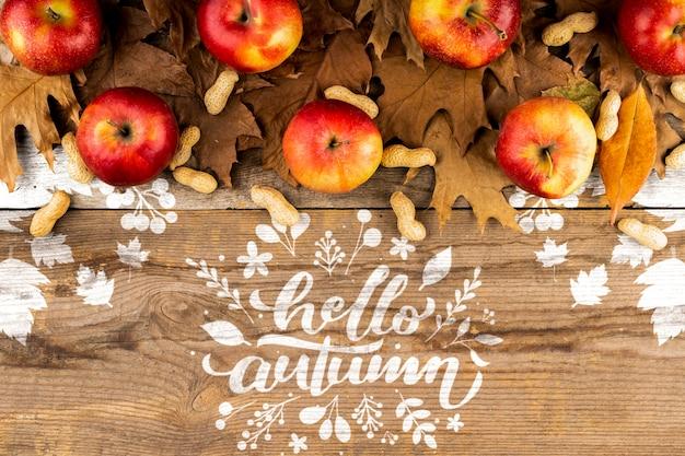 Quadro outonal de vista superior com maçãs e folhas Psd grátis
