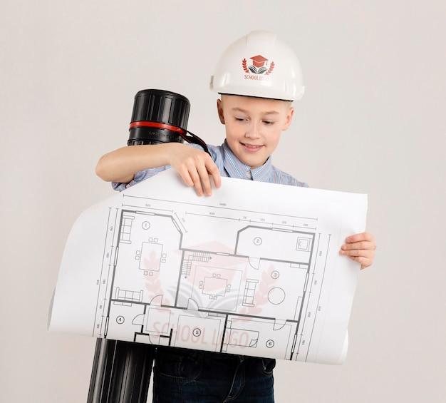 Retrato de menino posando como arquiteto Psd grátis