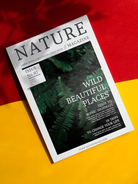 Revista de natureza selvagem lugares bonitos mock up Psd grátis