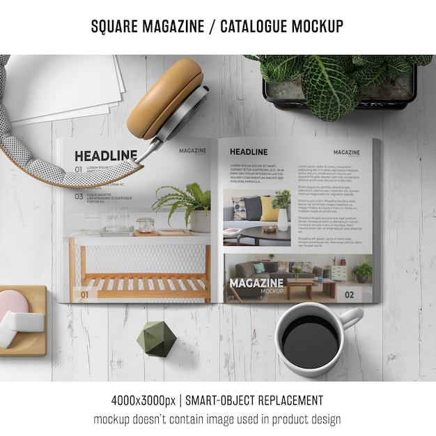 Revista quadrada ou maquete de catálogo com fones de ouvido e café Psd grátis