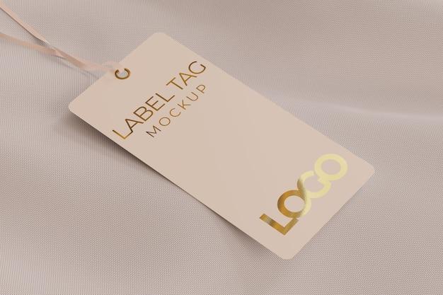 Rotular a maquete da etiqueta em cima de um pano, preso por um barbante Psd Premium
