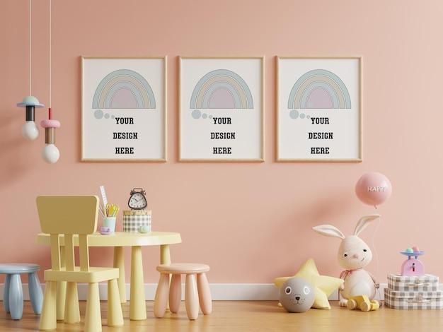 Simule pôsteres no interior do quarto infantil, pôsteres no fundo da parede de cor rosa vazia, renderização 3d Psd grátis