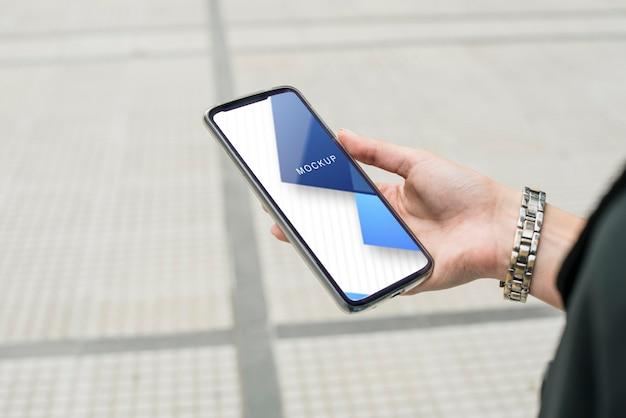 Smartphone com modelo web on-line Psd grátis