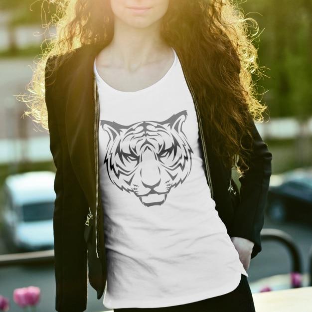 T-shirt mock up projeto Psd grátis