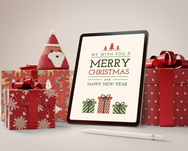 Tablet de mock-up com tema de natal Psd grátis