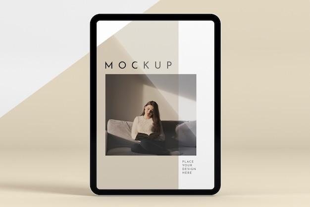 Tablet futurista com maquete de tela Psd grátis