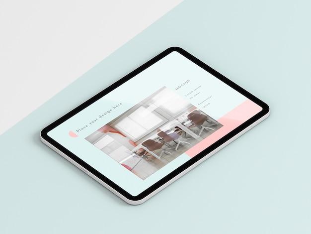 Tablet moderno de alto ângulo com simulação de tela Psd grátis