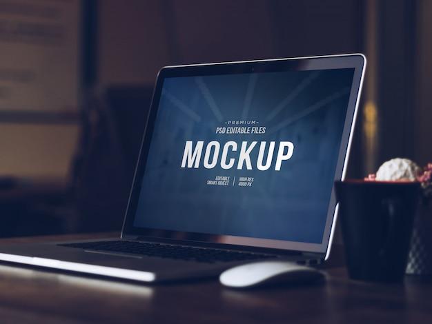 Tela de computador editável mock up, isolado cortar laptop moderno com maquete de sombra Psd Premium