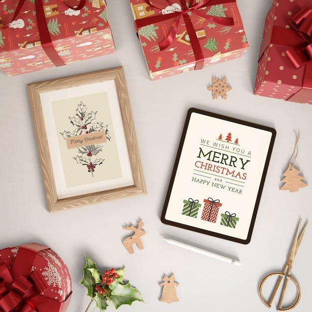 Tema de feliz natal no dispositivo tablet e tinta Psd grátis