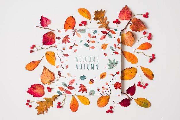 Tipografia plana leiga com folhas amarelas Psd grátis