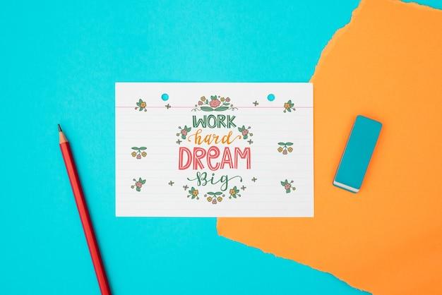 Trabalho difícil sonho grande citação em papel branco vista superior Psd grátis