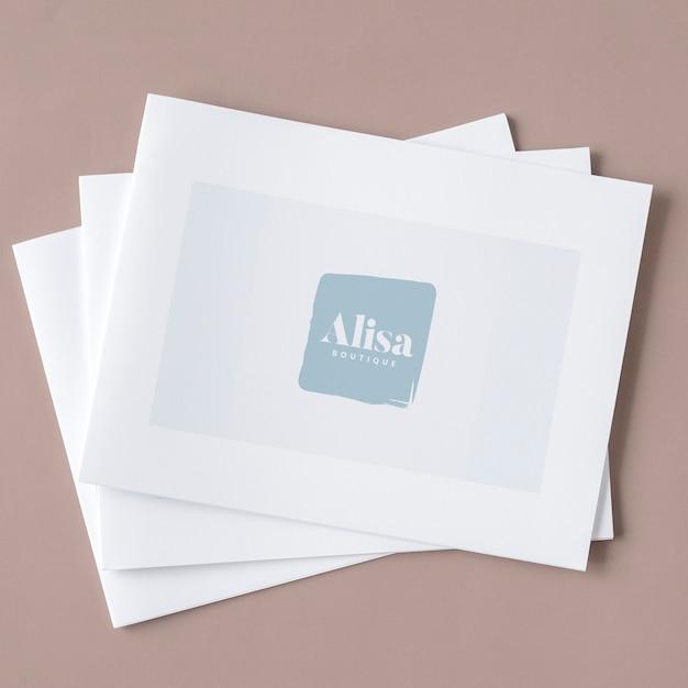 Três maquetes de brochura branca empilhados Psd grátis