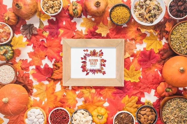 Vendas de outono cercadas por folhas coloridas secas Psd grátis