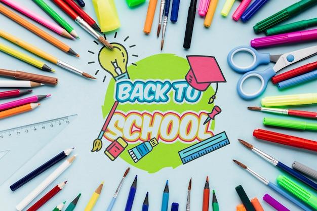 Vista de cima para a escola com suprimentos coloridos Psd grátis