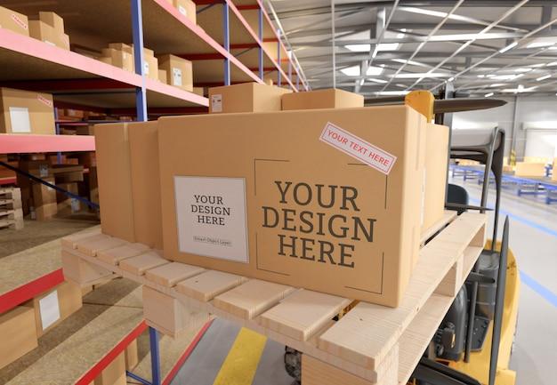 Vista de um modelo de caixa de papelão de armazém Psd Premium