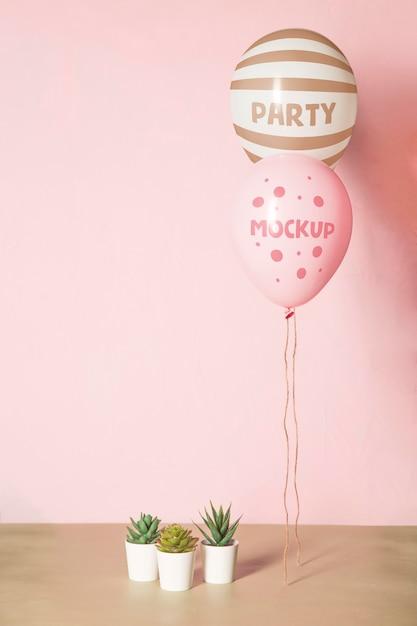 Vista frontal da maquete de balões para a festa Psd grátis