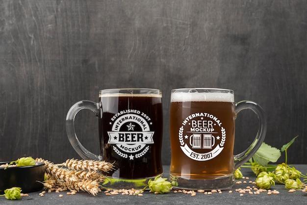 Vista frontal de dois pints de cerveja com cevada Psd grátis