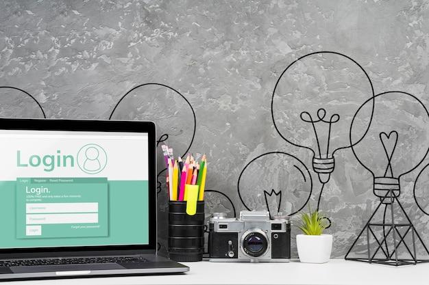 Vista frontal, desktop, conceito, com, laptop Psd grátis