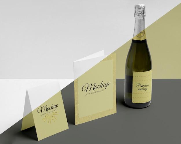 Vista lateral do mock-up da garrafa de champanhe Psd grátis