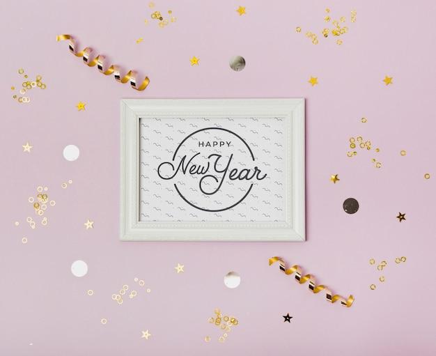 Vista superior ano novo minimalista letras no quadro branco Psd grátis