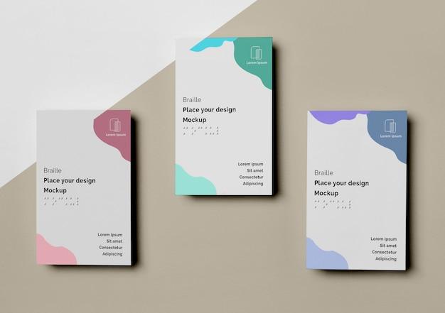 Vista superior de três cartões de visita com design em braille Psd grátis