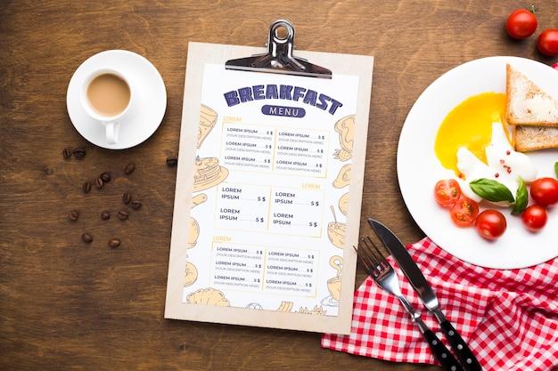 Vista superior do café da manhã com torradas e ovos Psd grátis