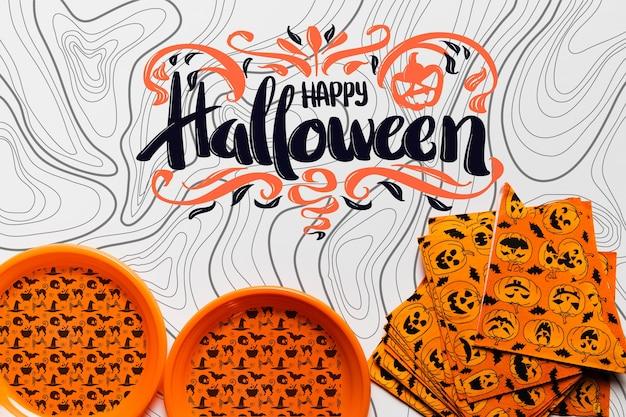Vista superior do conceito de halloween de pratos e guardanapos Psd grátis