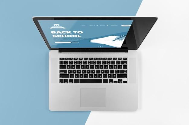 Vista superior do laptop de volta às aulas Psd grátis