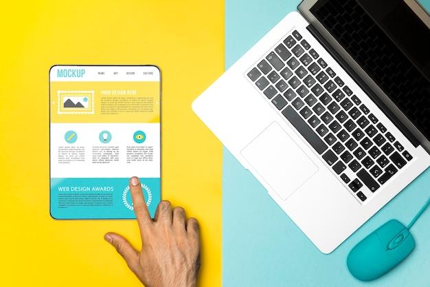 Vista superior do laptop, mouse e tablet Psd grátis