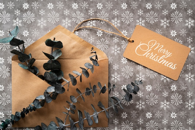 Vista superior envelope de natal com etiqueta Psd grátis