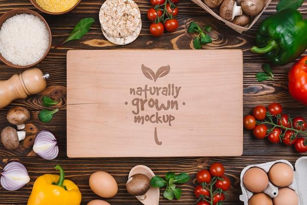 Vista superior maquete de comida vegetariana deliciosos legumes Psd grátis