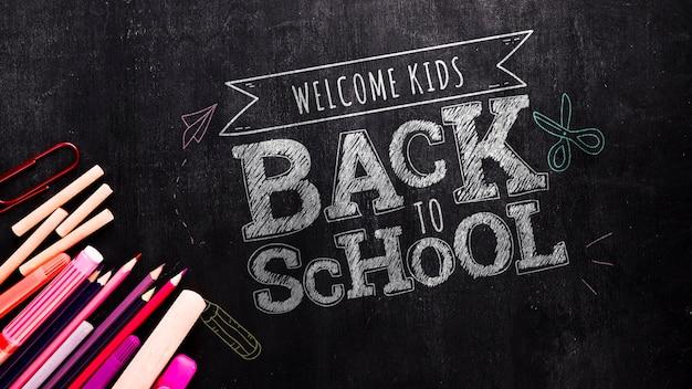 Voltar para a mensagem da escola no mock-up do quadro-negro Psd grátis