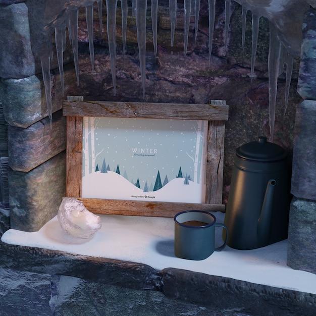 Xícara com chá ao lado do quadro de inverno Psd grátis
