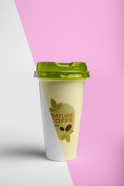 Xícara de café com tampa Psd grátis