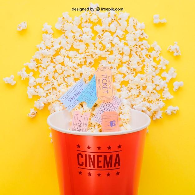 Billets de cinéma dans un seau à maïs éclaté Psd gratuit