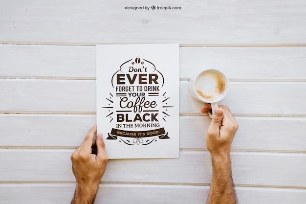 Frühstück Mockup mit Händen halten Kaffee Kostenlose PSD