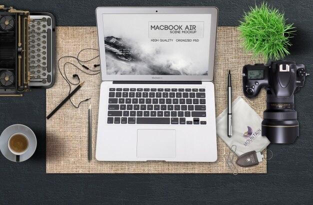 Laptop-Modell mit Retro-Konzept Kostenlose PSD