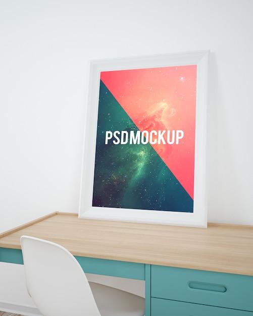 Rahmen auf hölzernem Desktop Mock up | Download der Premium PSD