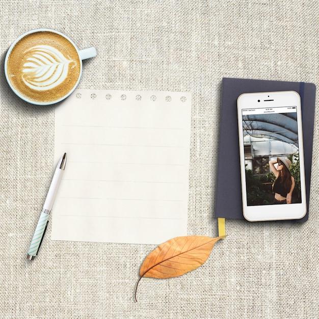 Realistische Telefon Mock-up Kostenlose PSD