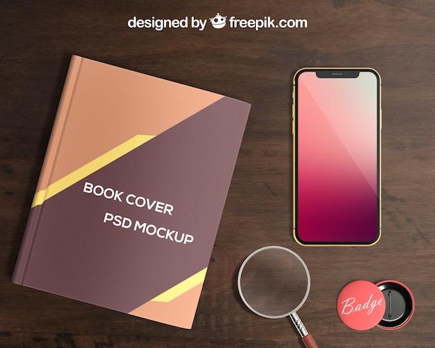 Smartphone und Buchcover-Modell mit Abzeichen Kostenlose PSD
