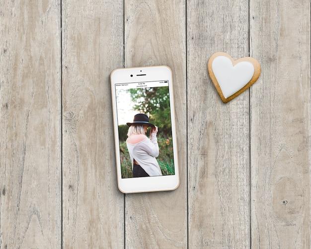Telefon und Cookie-Mock-up Kostenlose PSD