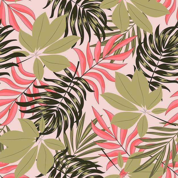 Abstrait Motif Tropical Sans Couture Avec Des Feuilles Lumineuses Et Des Plantes Sur Fond Beige Vecteur Premium