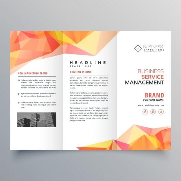 Abstraite d'orange polygonale façonne la conception de brochure à trois volets Vecteur gratuit