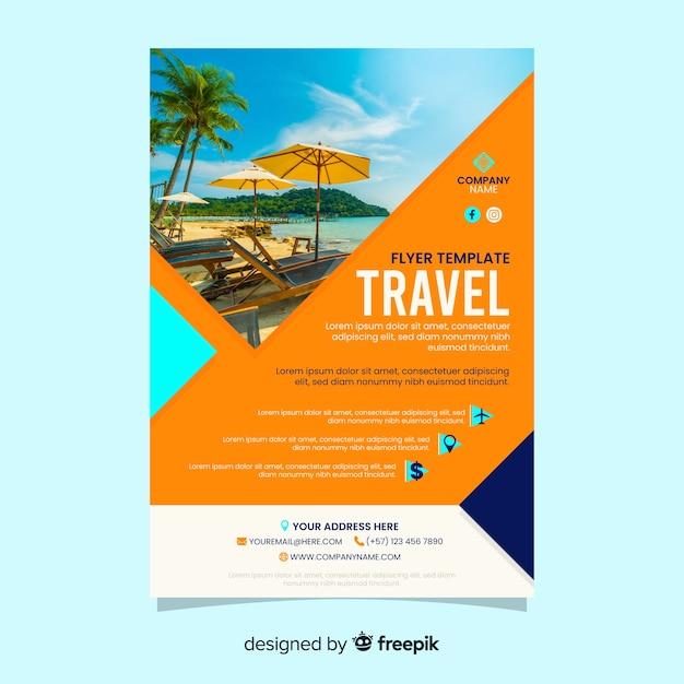 Affiche de voyage avec photo de plage Vecteur gratuit