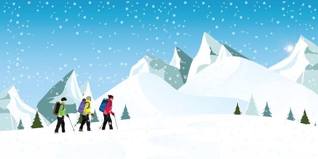 Alpinistes Avec Des Sacs A Dos Marchant Dans La Neige Lourde