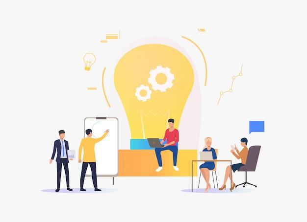 Ampoule, gens discutant des idées et travaillant Vecteur gratuit