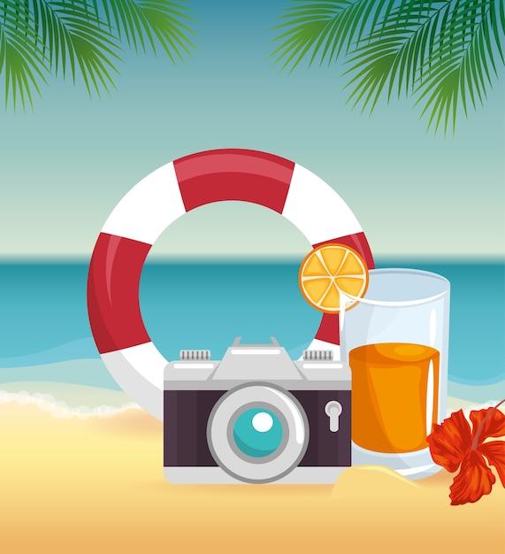 Appareil photo, sauveteur et cocktail sur fond de paysage de plage avec fleur tropicale et leaver. vect Vecteur Premium