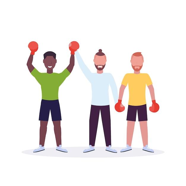Arbitre Annonçant Le Gagnant Après Le Match De Boxe Boxeur En Gants De Boxe Rouges Mains Levées Combattant Célébrant La Lutte Contre La Victoire Fond Blanc Personnages De Dessins Animés Pleine Longueur Vecteur Premium
